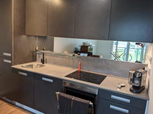 Kitchen units, splash-back and kitchen worktop by SOBO