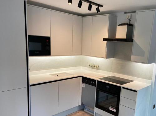Kitchen splash back  - ClaudiCemento Microcement DECK, installed by TROWEL MASTER BUILD & DESIGN LTD,  www.trowelmaster.co.uk.