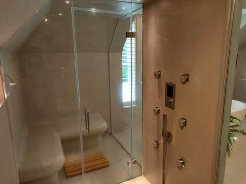 Microcement in a steam room by SOBO